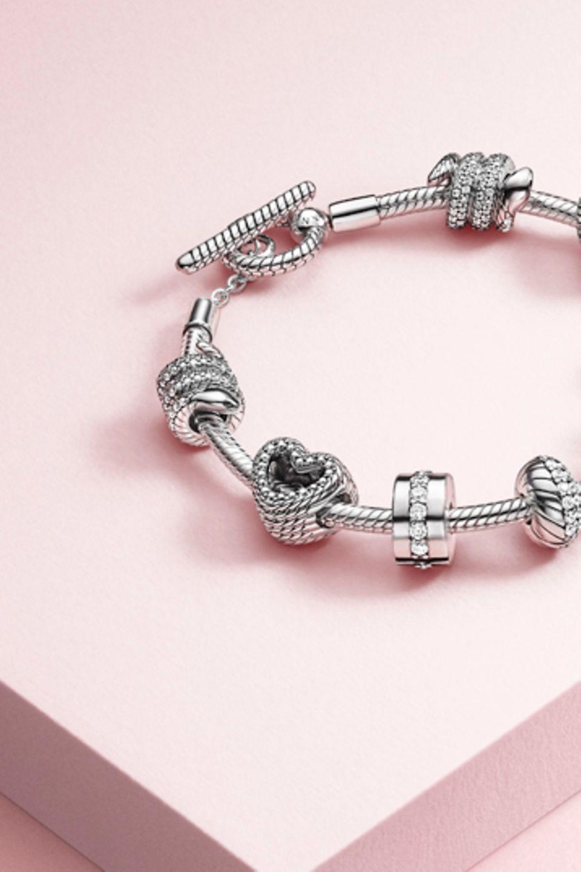 Bracelet, boucles d'oreille, charms et pendentif en «O» Pandora à motif de chaîne serpentine