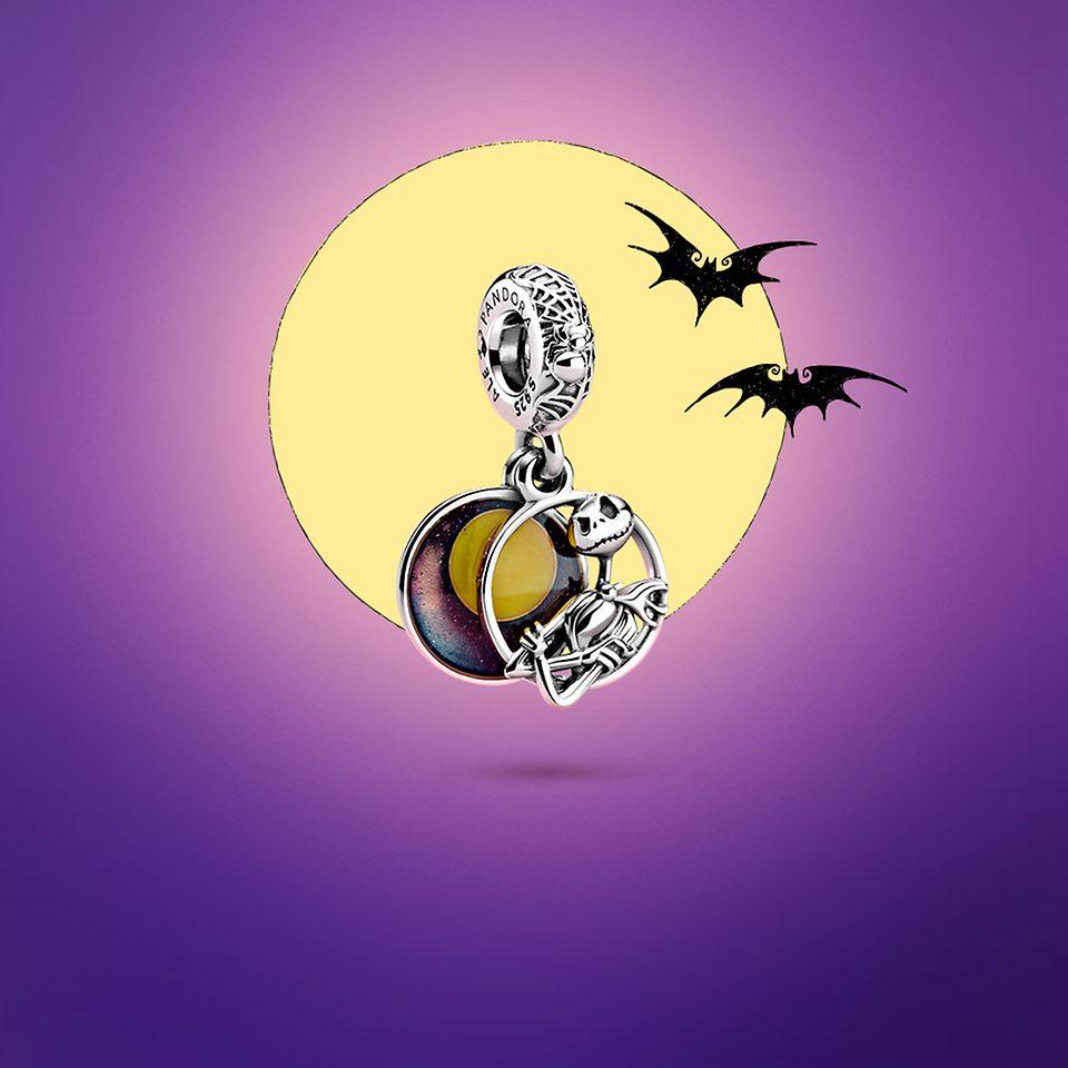 Pandora Disney The Nightmare Before Christmas Charm: Jack, der Kürbiskönig, vor einem Vollmond mit zwei Fledermäusen.