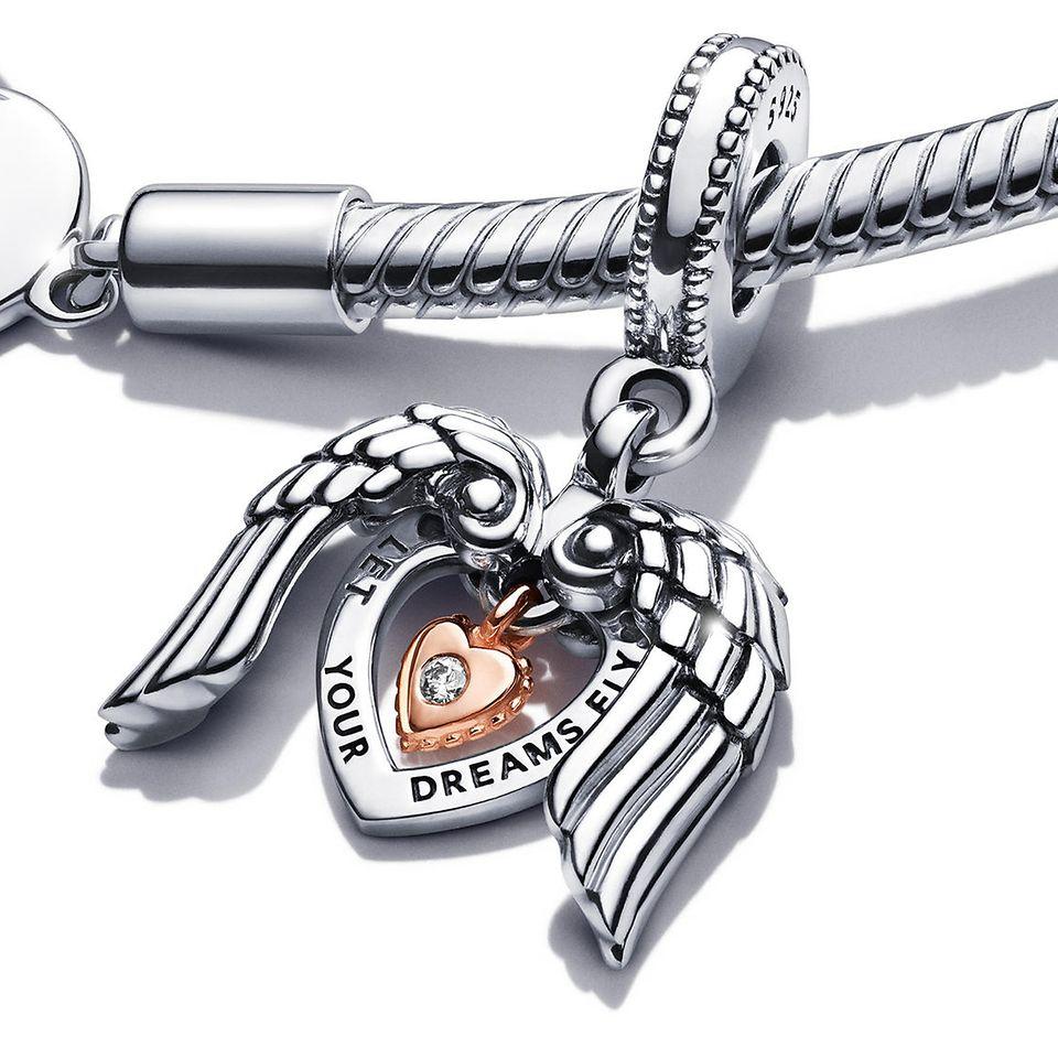 Pandora Moments 心形 T 字扣蛇形手鏈,配搭 Pandora 2021 版 Club Charm。