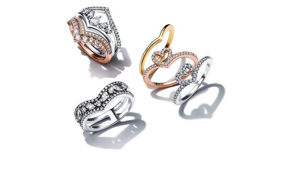 Zestaw pierścionków Pandora Wish z różnych metali.