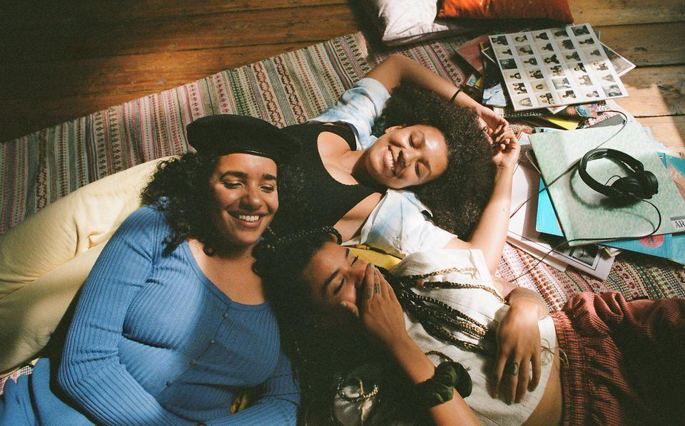 Pandora姐妹情系列短片中镜头,主角为DJ团体Creole Cuts。