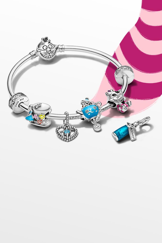 Bracciale e charm Disney x Pandora ispirati ad Alice nel paese delle meraviglie Disney.