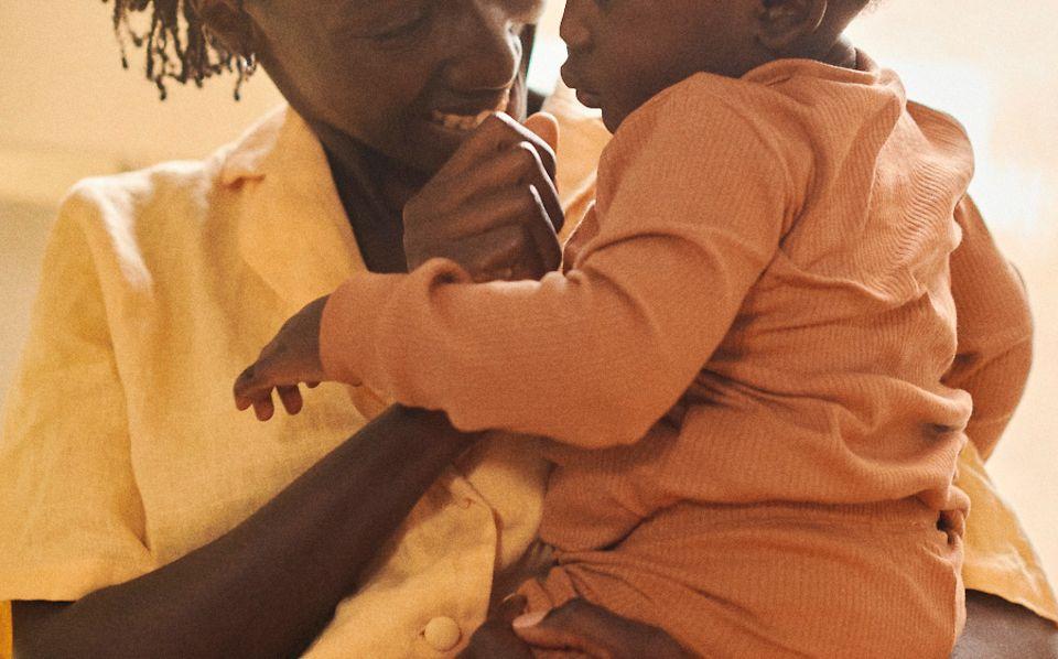 Chaneen i jej córka na ujęciu w filmie z serii Our Sisterhood, która powstała pod patronatem Pandora.