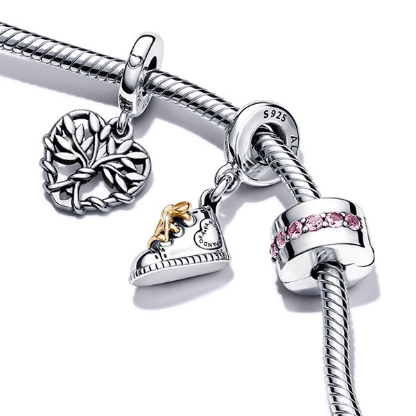 Pandora bracelet featuring family tree clasp and baby themed charms for mothers.
