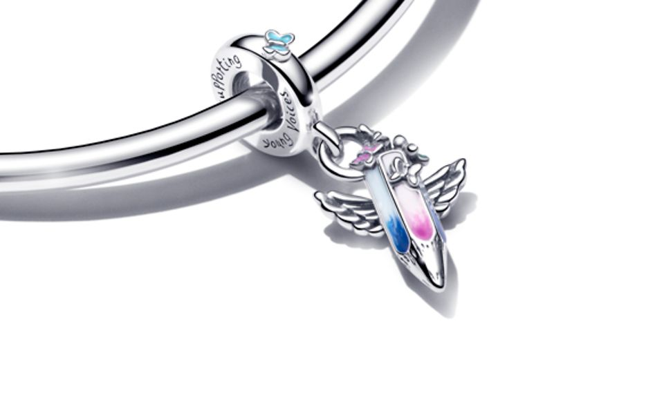 Silver bracelet with crayon charm