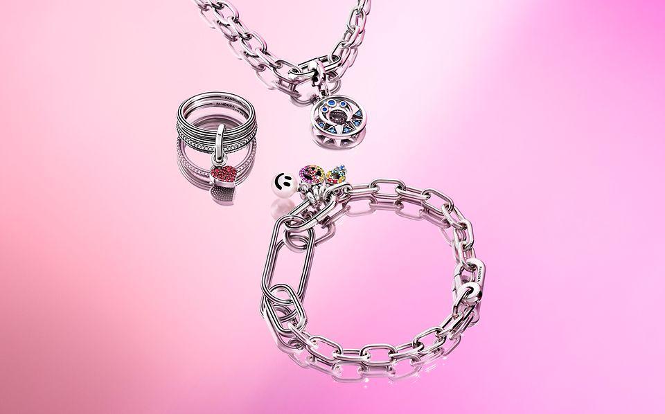 Collana in argento a catena Pandora ME con pendente. Anello e bracciale a catena