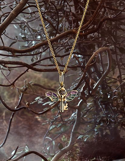 AW21_F_HP_Coremedia_highres_cropped_necklace