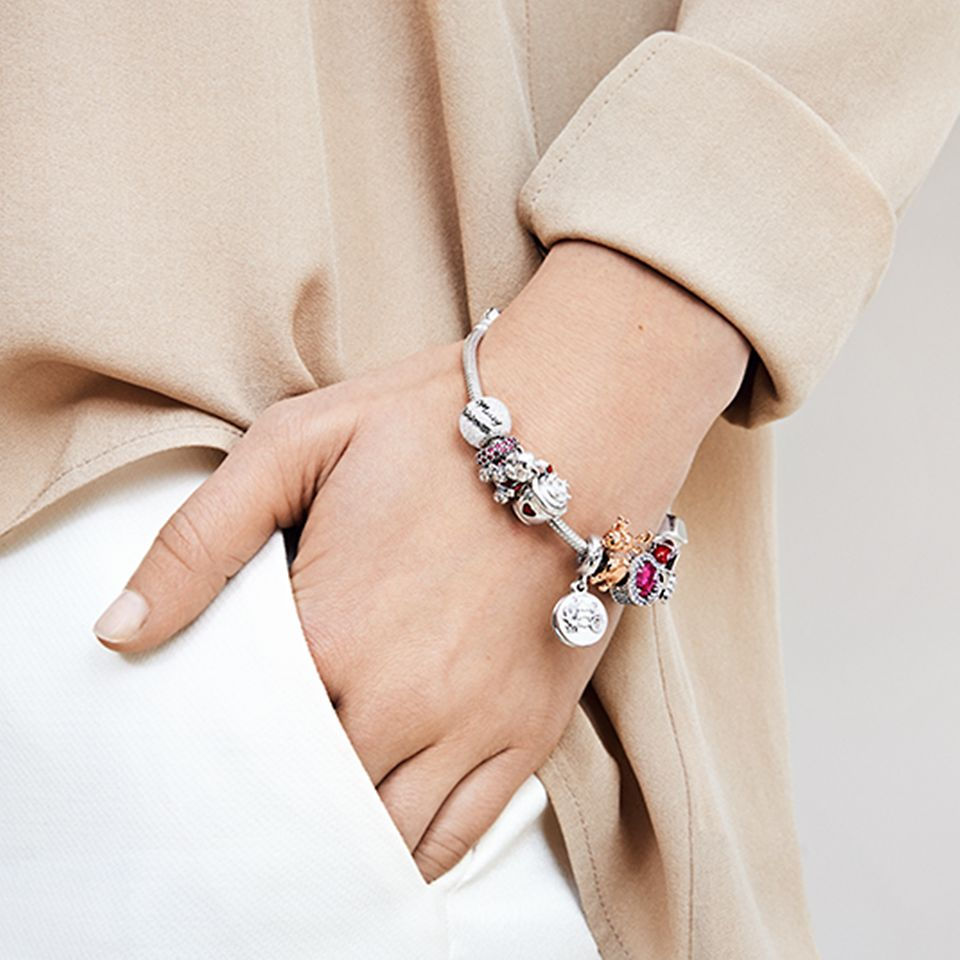 GEN19_CLP_CollectionSpots_Desktop_Large_PandoraMoments_Charm_Bracelets@2x