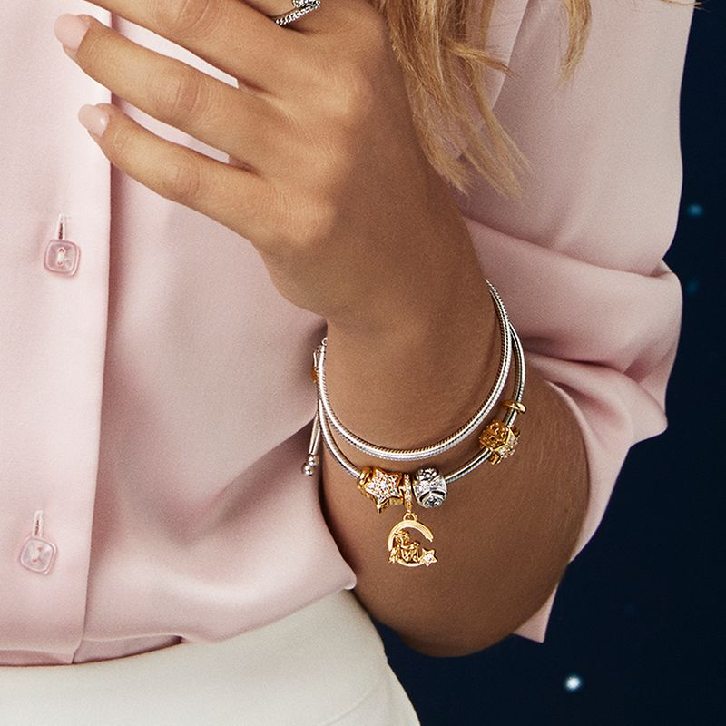 Collect your favourite charms this holiday season with the Pandora Celestial collection inspired by the magic of the night sky and hand-finished in Pandora Shine and sterling silver.