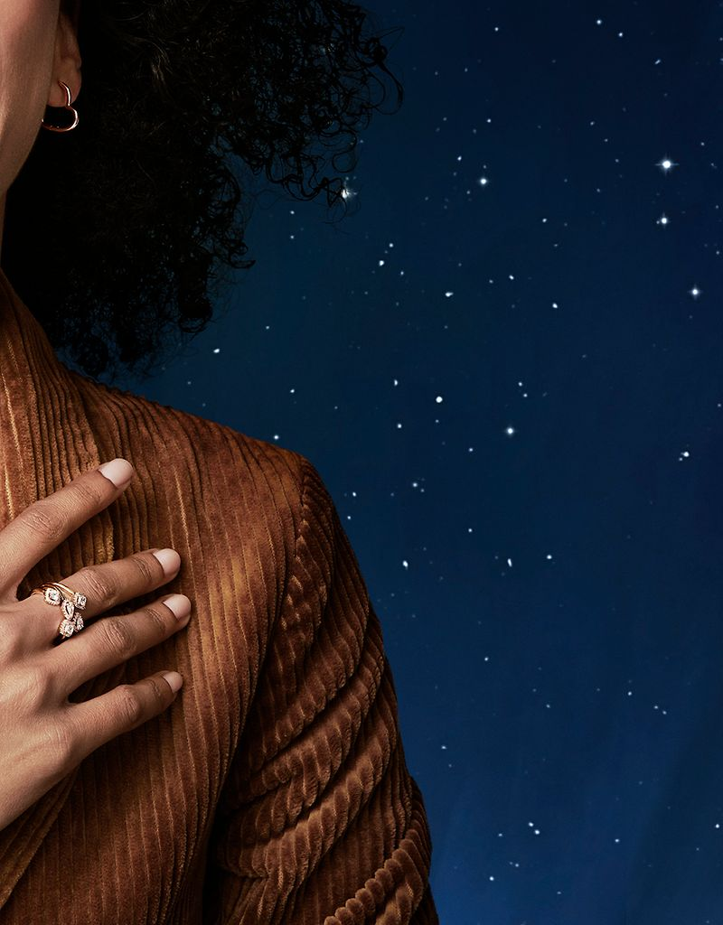 Style the Holiday 2019 collection by mixing and matching Pandora Rose and sterling silver and by stacking on bracelets, rings and necklaces.