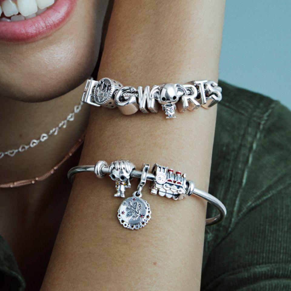Ozdób jej bransoletkę biżuterią zainspirowaną Harrym Potterem i magią Hogwartu.
