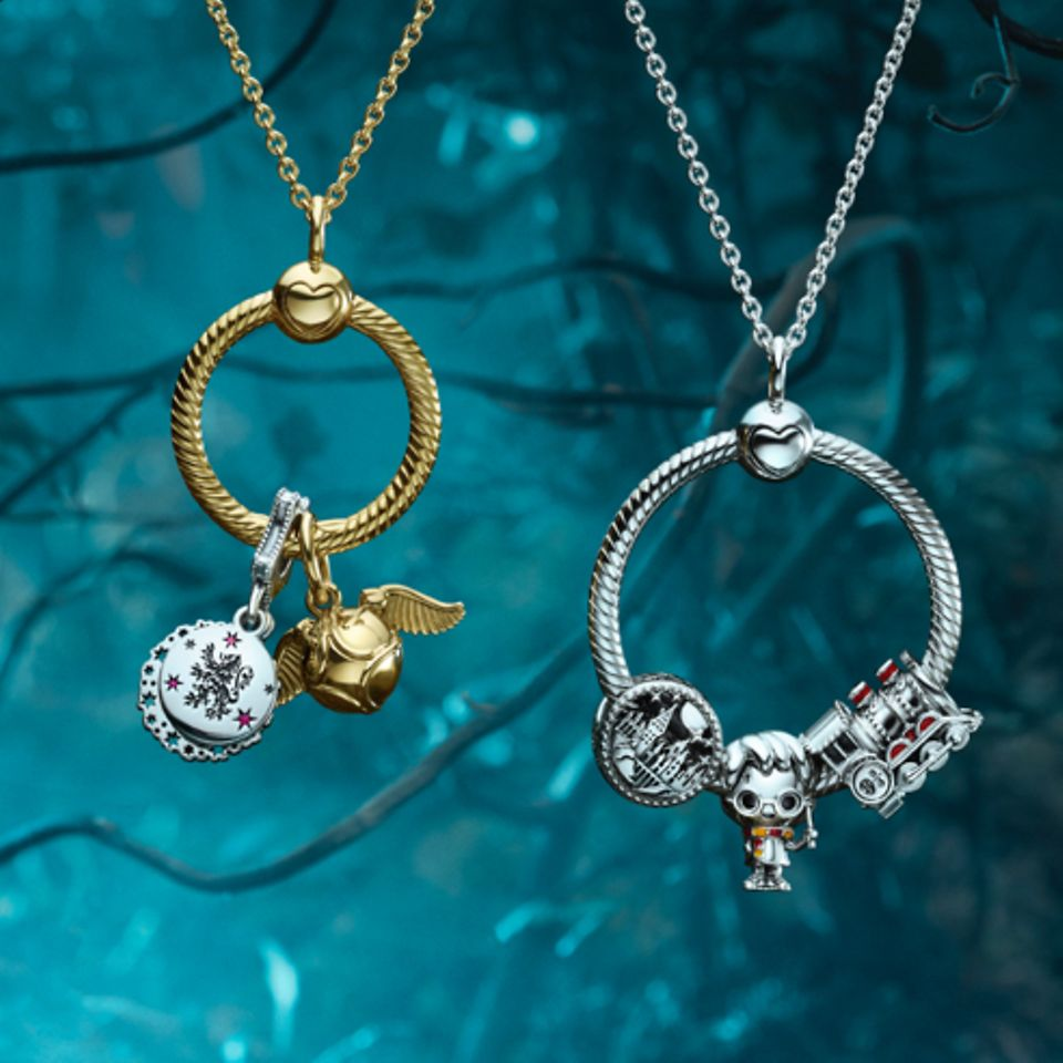 Visa upp din kärlek till filmerna och böckerna om Harry Potter med handbearbetade Pandora-berlocker.