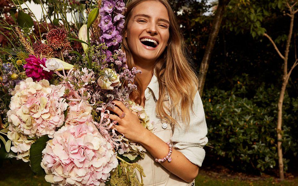 Skapa din egen bukett med smycken från Pandora Garden kollektionen.