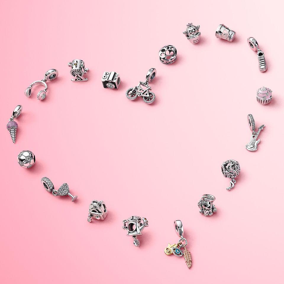 佩戴 Pandora Passions 系列串飾,展現您喜愛的一事一物。