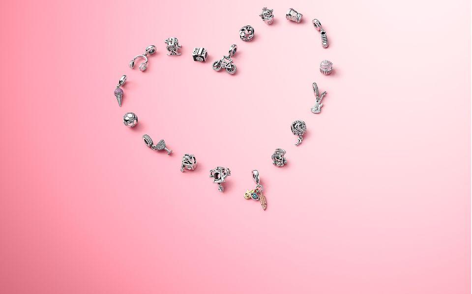 Charmsy z kolekcji Twoje pasje pokażą światu, co kochasz najbardziej.