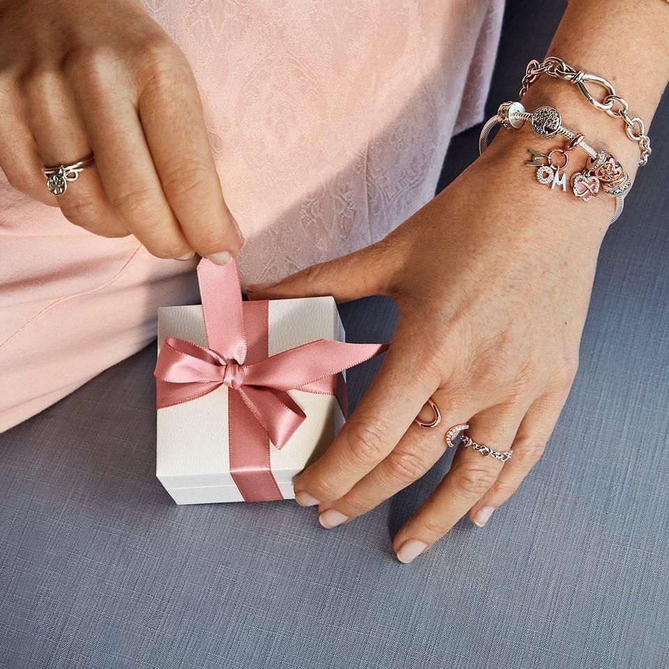 Hitta handbearbetade tips till mors dag och mer.
