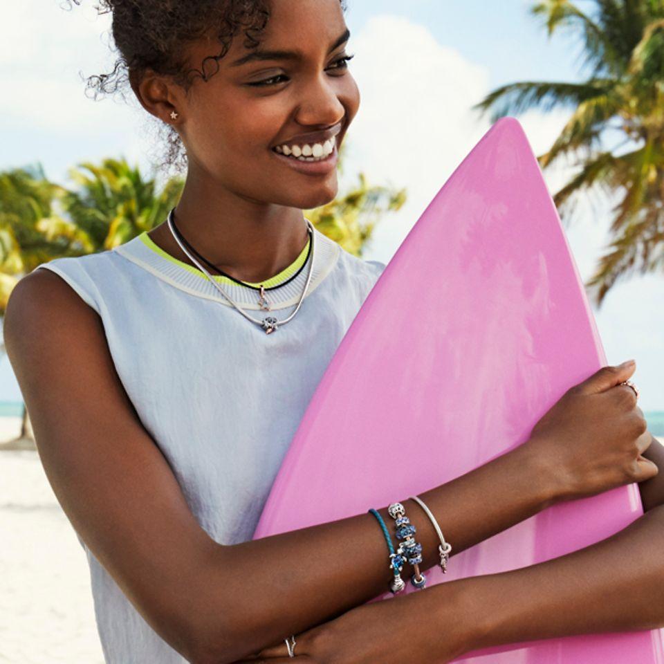 Styla ditt sommaräventyr med smycken inspirerade av livet i havet.