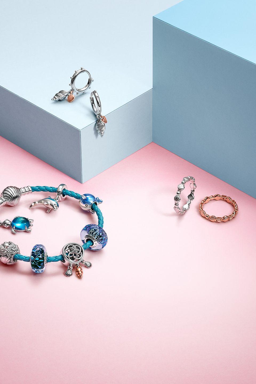 混合配搭洋海主題珠寶,構思度假造型。