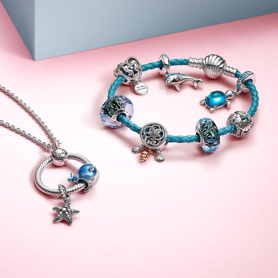 Bär med dig sommarens symboler med tropiska smycken.