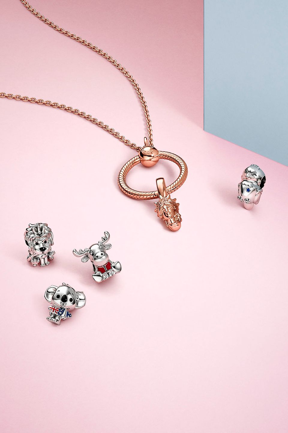 Charms und Nationalsymbole aus der Pandora Places Collection