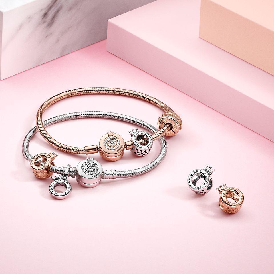 Pandora Signature Charms und Armbänder aus Silber und Pandora Rose