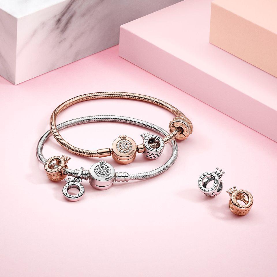 Pandora Signature charms og armbånd i sølv og Pandora Rose